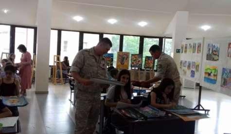 Արցախցի երեխաները խաղաղապահներին շնորհավորել են  Ռուսաստանի օրվա առթիվ