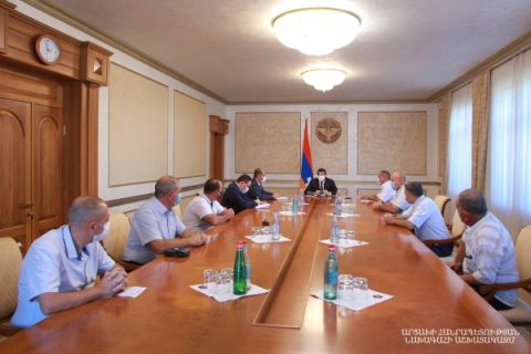 Arayik Harutyunyan received a group of reserve officers